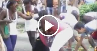 Carretillero tira los productos al suelo para que no se los lleve la policía